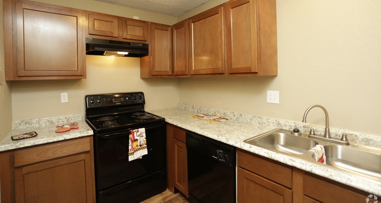 Updated kitchen appliances at Grant 79 Apartments in Overland Park, KS